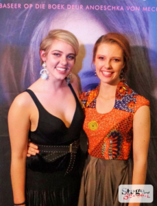 Elzet Nel en Elani Dekker op die Rooi tapyt tydens die Premiere